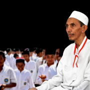 KH. Zuhri Zaini Berpita Merah Putih