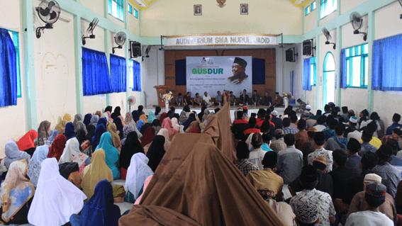 Tampak Aula SMA Nurul Jadid sesak penuh oleh para santri dan anggota GusDurian Nurul Jadid